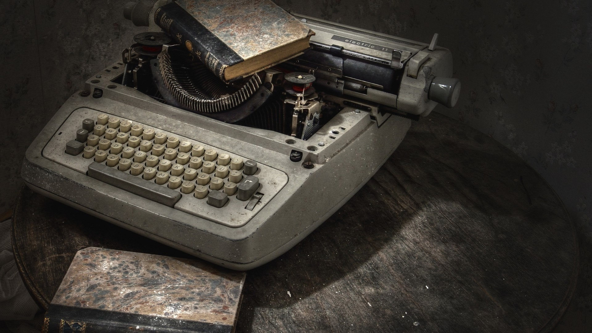Old Time Car Wallpaper Hd Typewriters Vintage Books Table Walls Old Keyboards