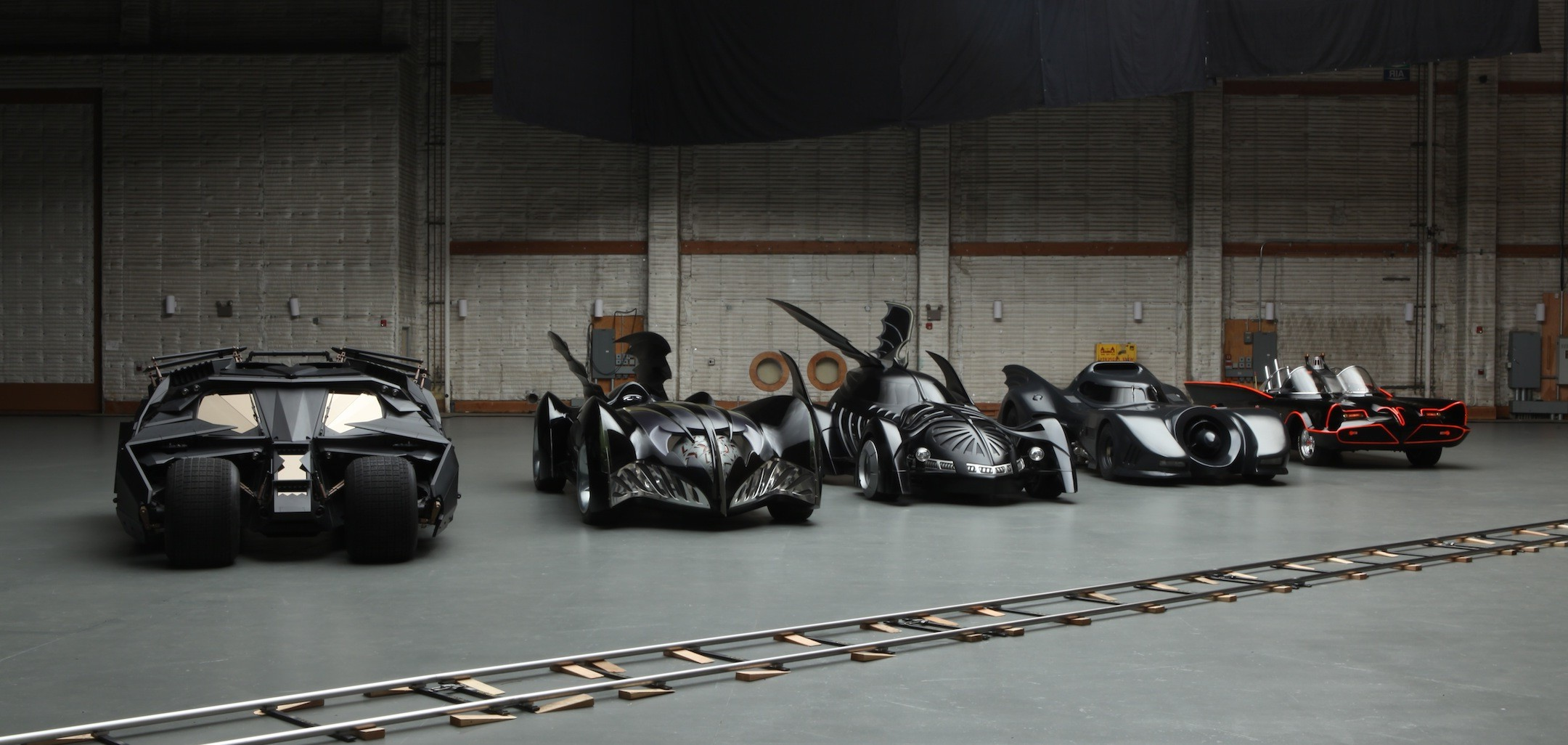 Super Car 5760x1080 Wallpaper Car Batmobile Batman Dc Comics Wallpapers Hd Desktop