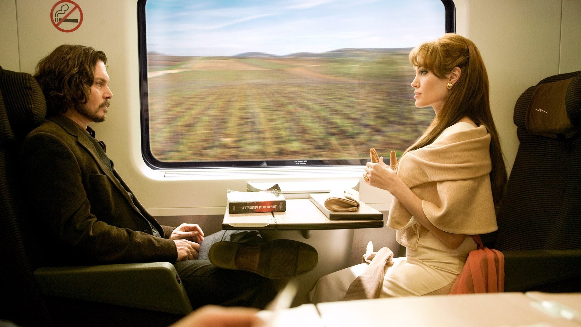 3d Wallpaper In Pakistan Women Actress Movies Train The Tourist Angelina Jolie