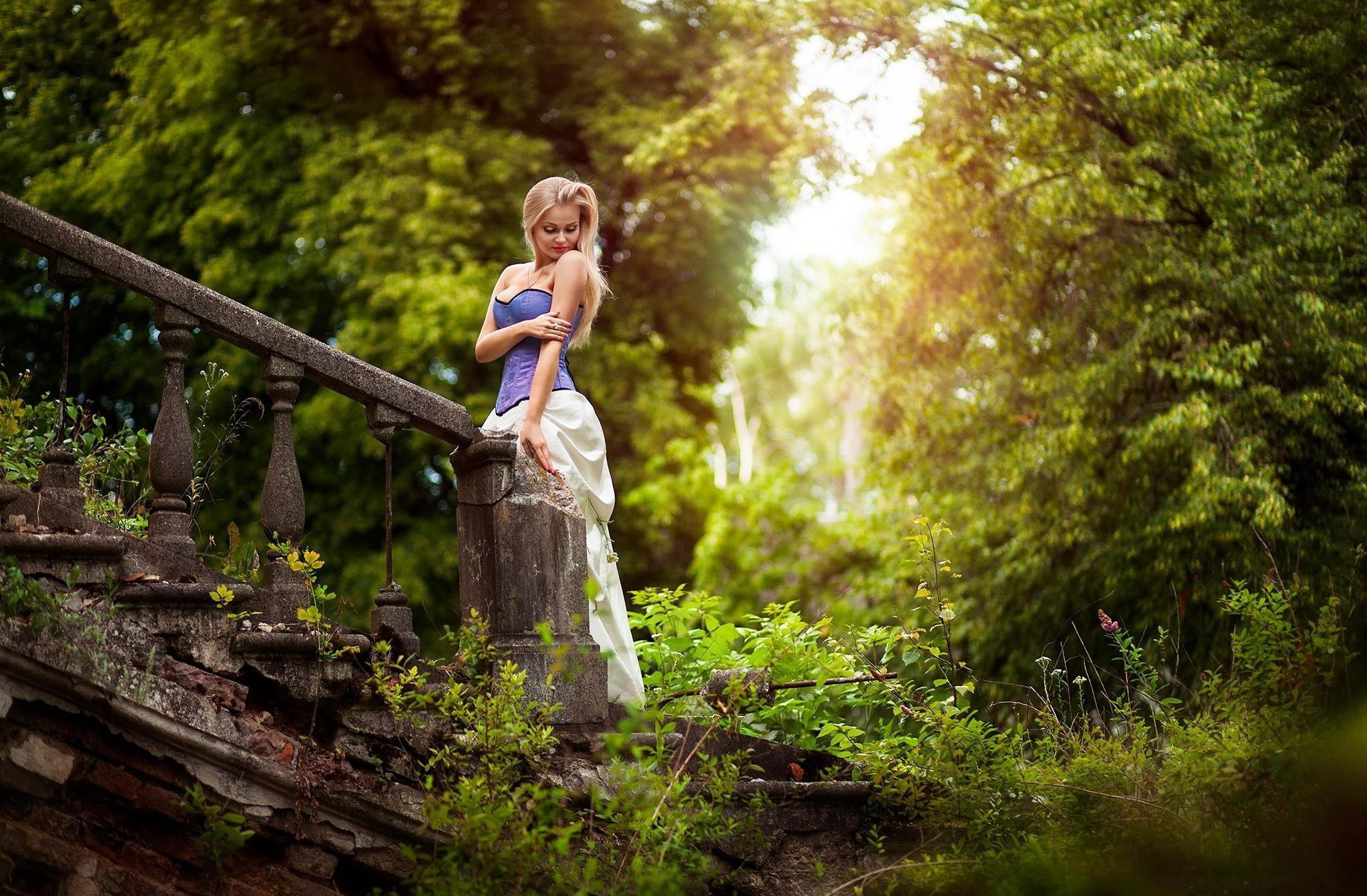 Real Hd Wallpapers 1080p Trees Stairs Women Outdoors Women Model Wallpapers Hd