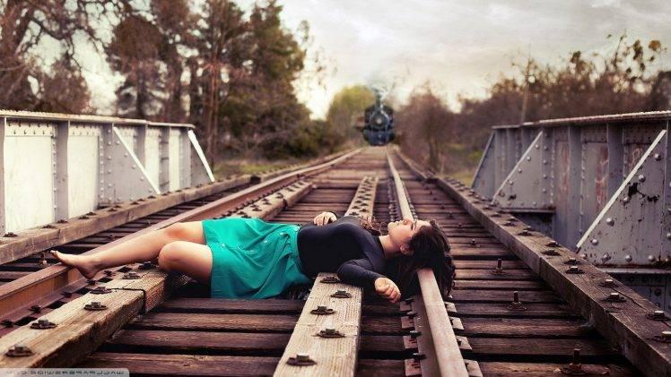 Retro Apple Wallpaper Iphone X Suicide Girls Lying Down Train Women Railway Skirt