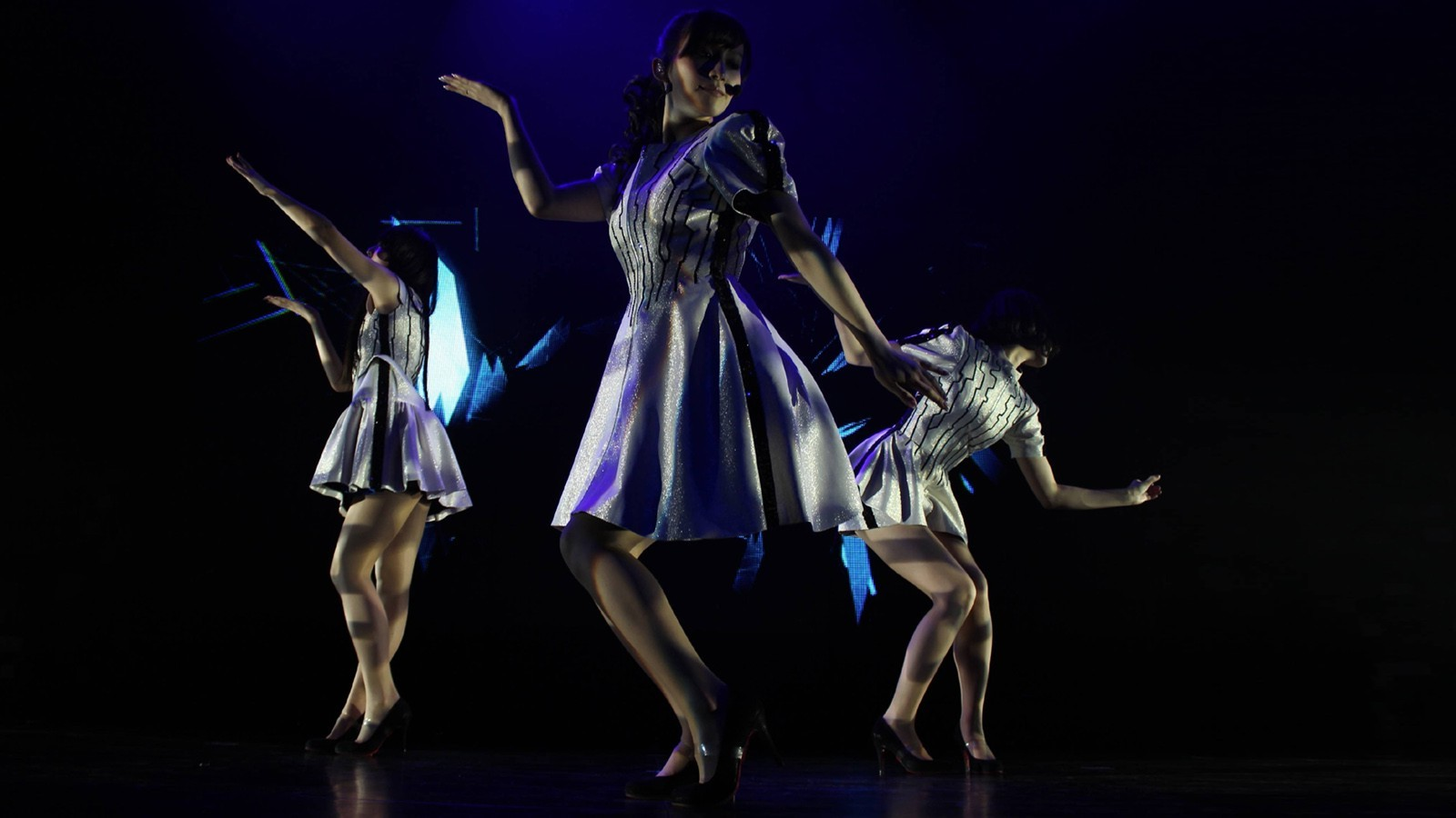 3d Hologram Wallpaper For Pc Perfume Perfume Band J Pop Concerts Costumes