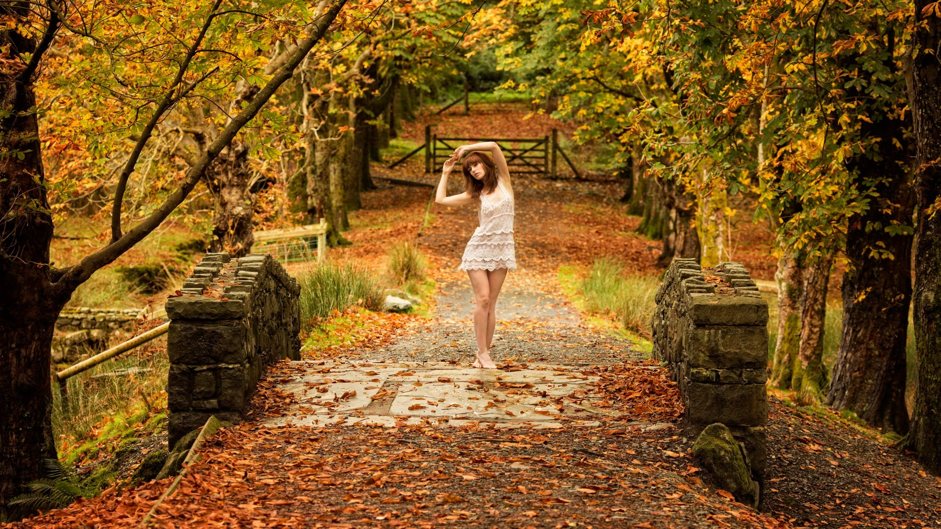 4k Central Park In The Fall Wallpaper Arms Up Barefoot Fall Gates Women Outdoors Bridge Trees