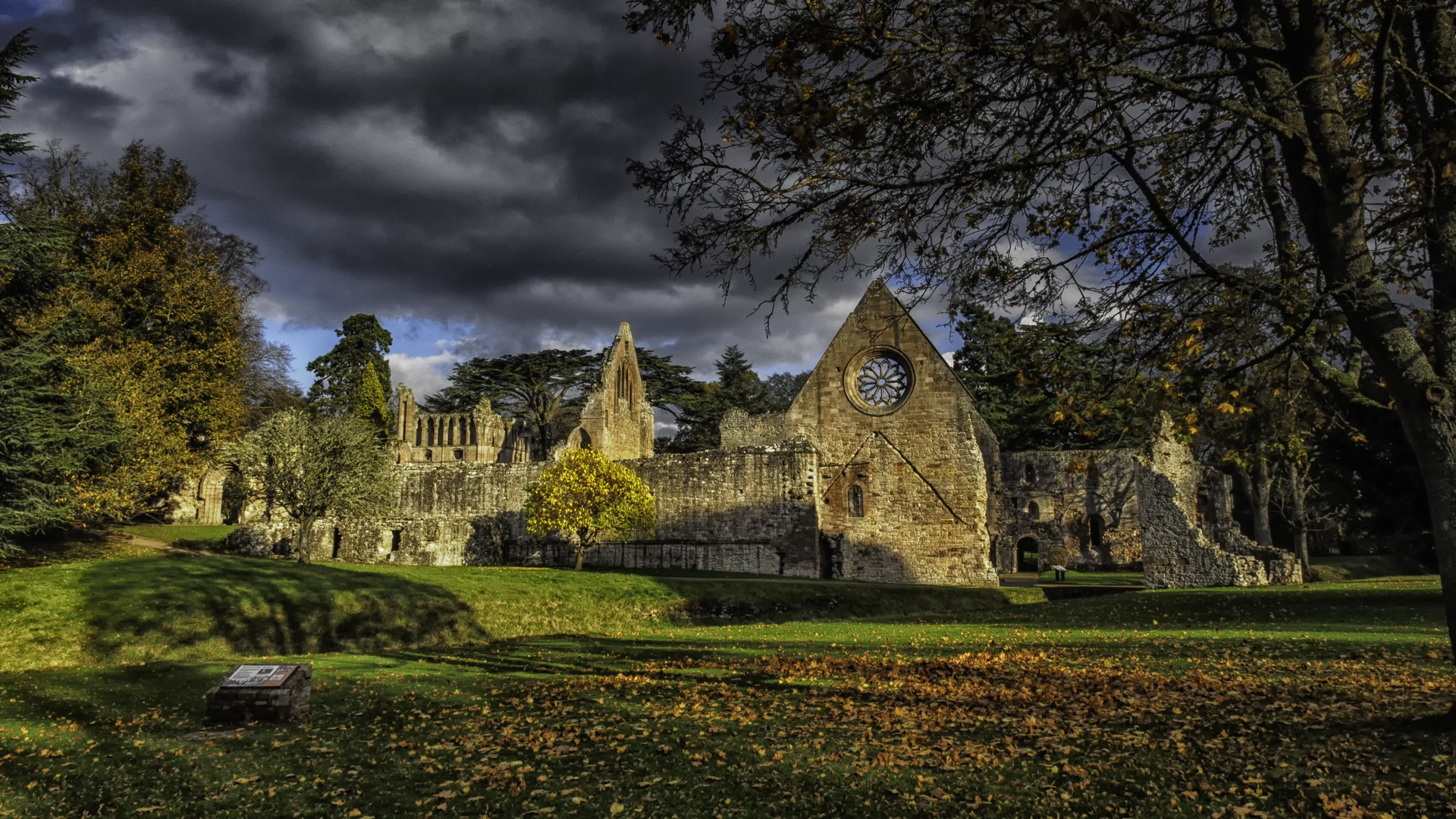 Full Screen Desktop Fall Leaves Wallpaper Architecture House Town Old Old Building Scotland Uk