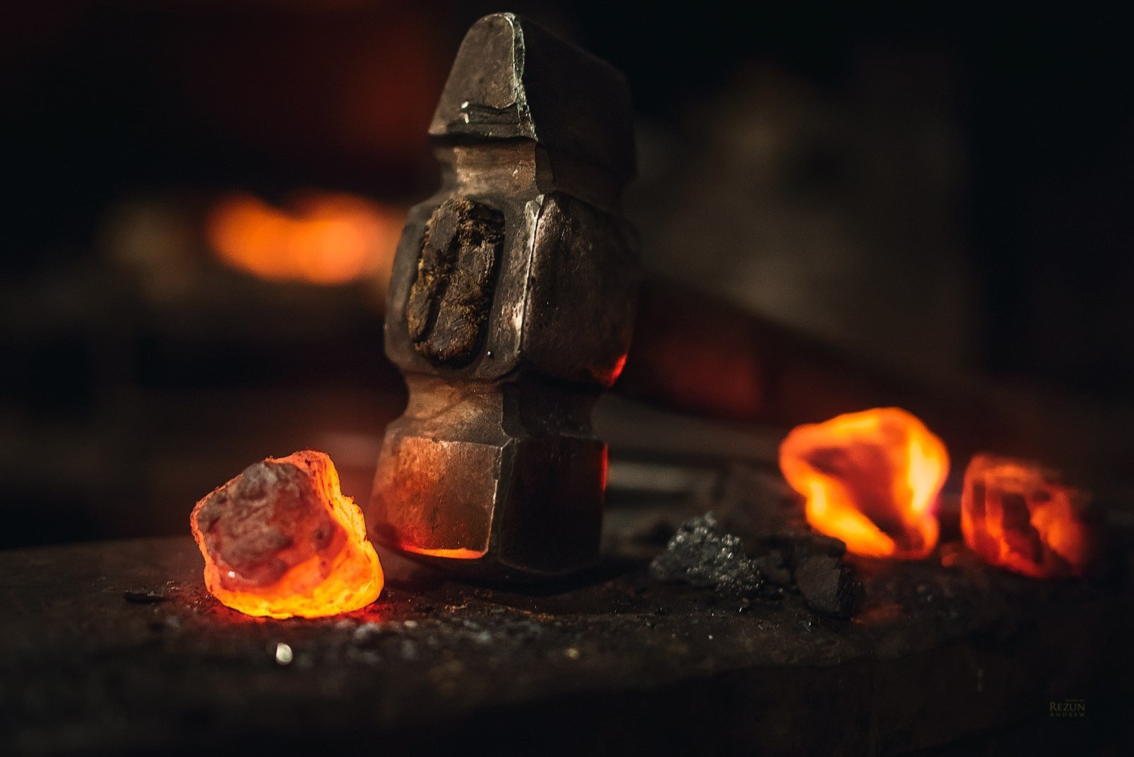 Hd Wallpapers Fire Cars Blacksmith Tools Work Mallet Embers Wallpapers Hd