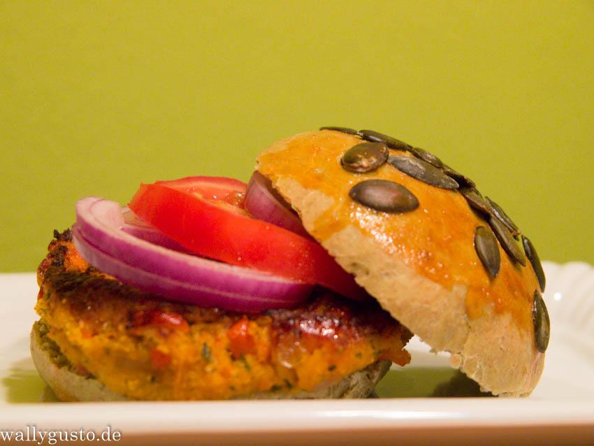 Veggie Burger mit Kürbis & Joghurt-Sesam-Sauce {Buchvorstellung}