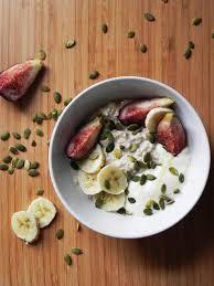 museli yogurt figs