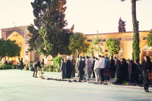 hafez tomb praying
