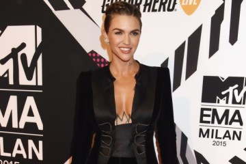 WTFSG_ruby-rose-rocks-armani-prive-at-the-2015-mtv-emas