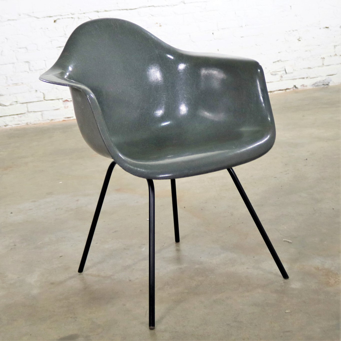 Eames Chair Base Elephant Hide Gray Eames Herman Miller Molded Fiberglass Dax
