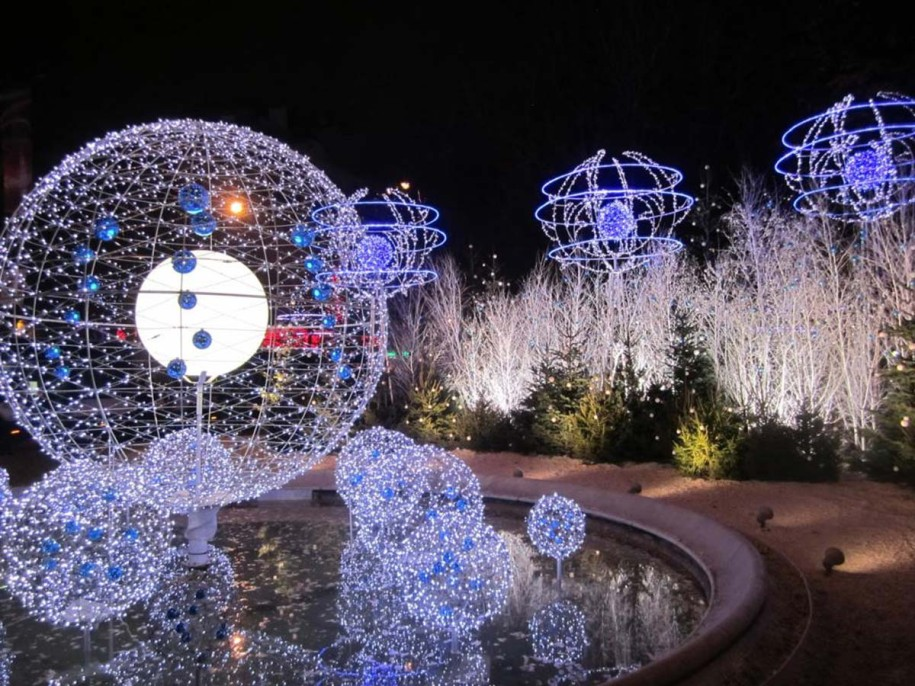 Impressive look of Blue and white outdoor christmas lights - outdoor christmas lights decorations