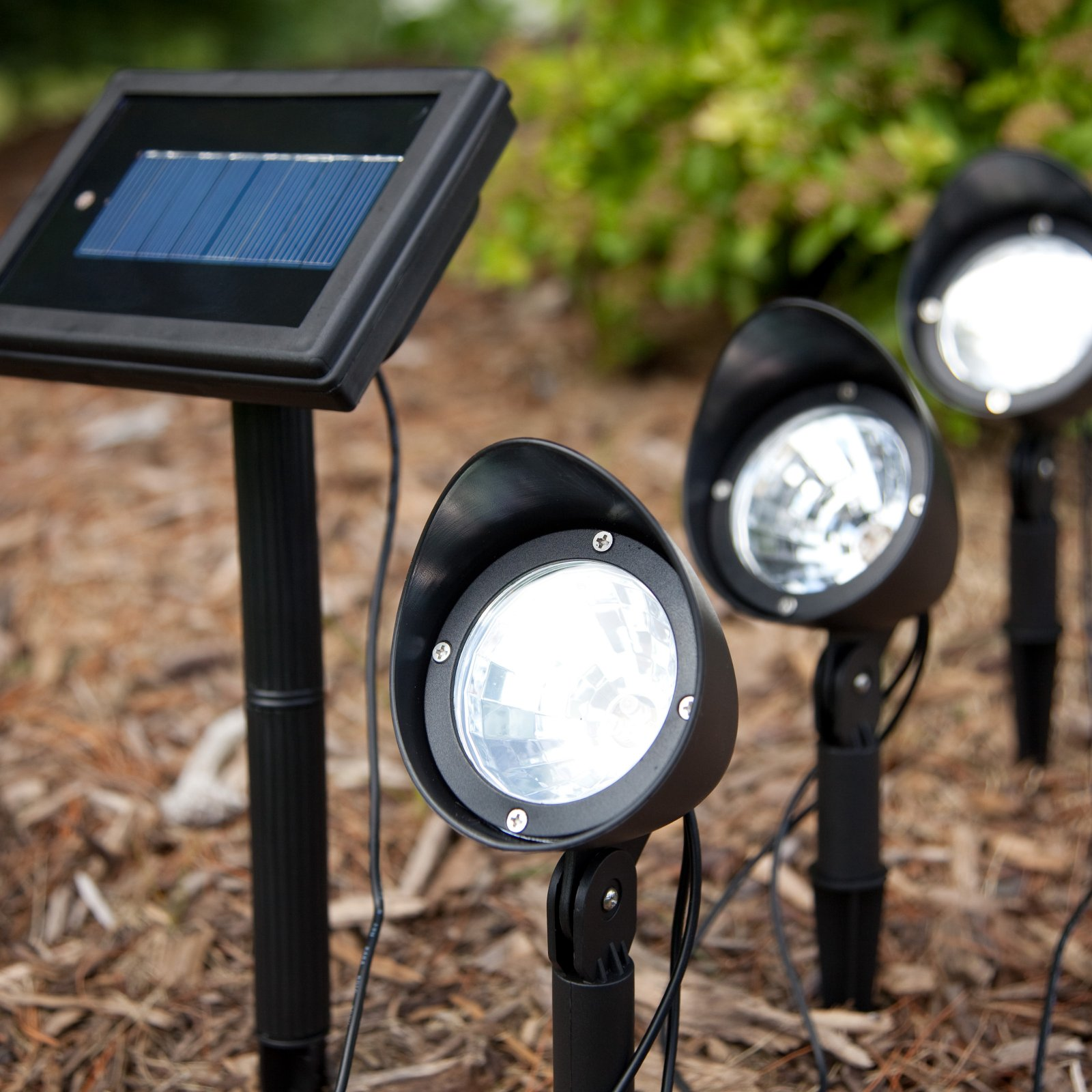 Eclairage Photovoltaique Led Highlighting Certain Features 18 Amazing Solar Spot