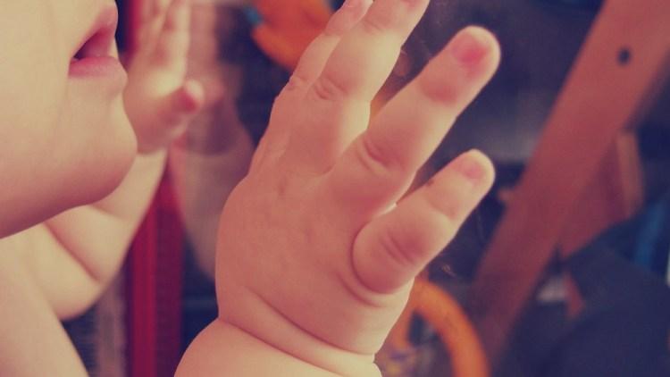 Hebamme Rosa Peikert: Was tut man, wenn das Baby die Flasche verweigert?