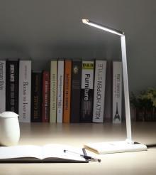 Test : une lampe de bureau à LED blanche (August) !