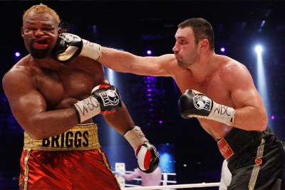 Klitschko shows how to throw a cross