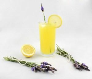 sommerliche Getränke: Piña Lavanda