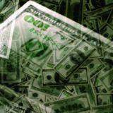 Hundred dollar bills by Revisorweb via Wikimedia Commons
