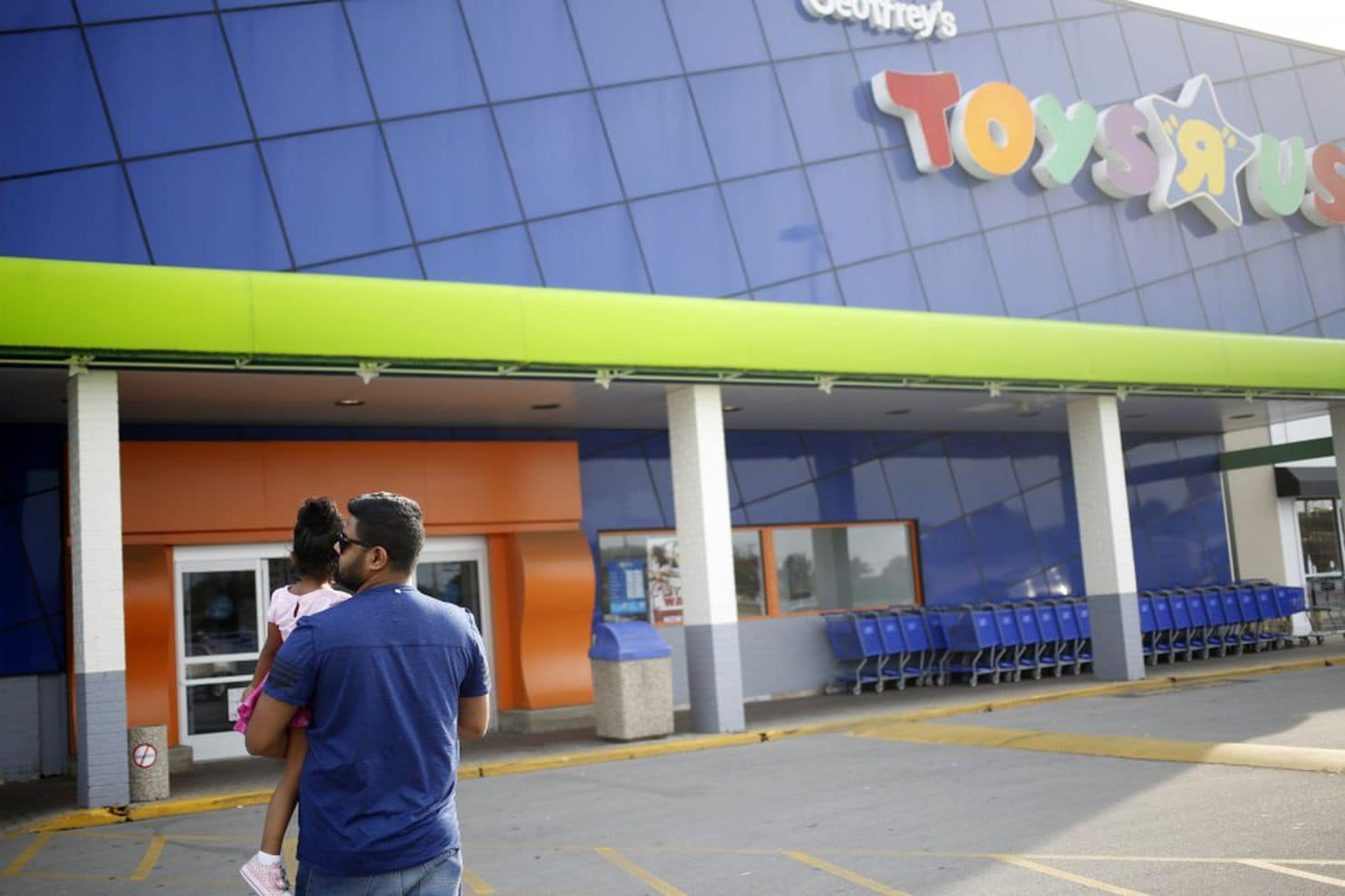 Toys R Us Küchenset Toys R Us Crushed By Debt Files For Bankruptcy The