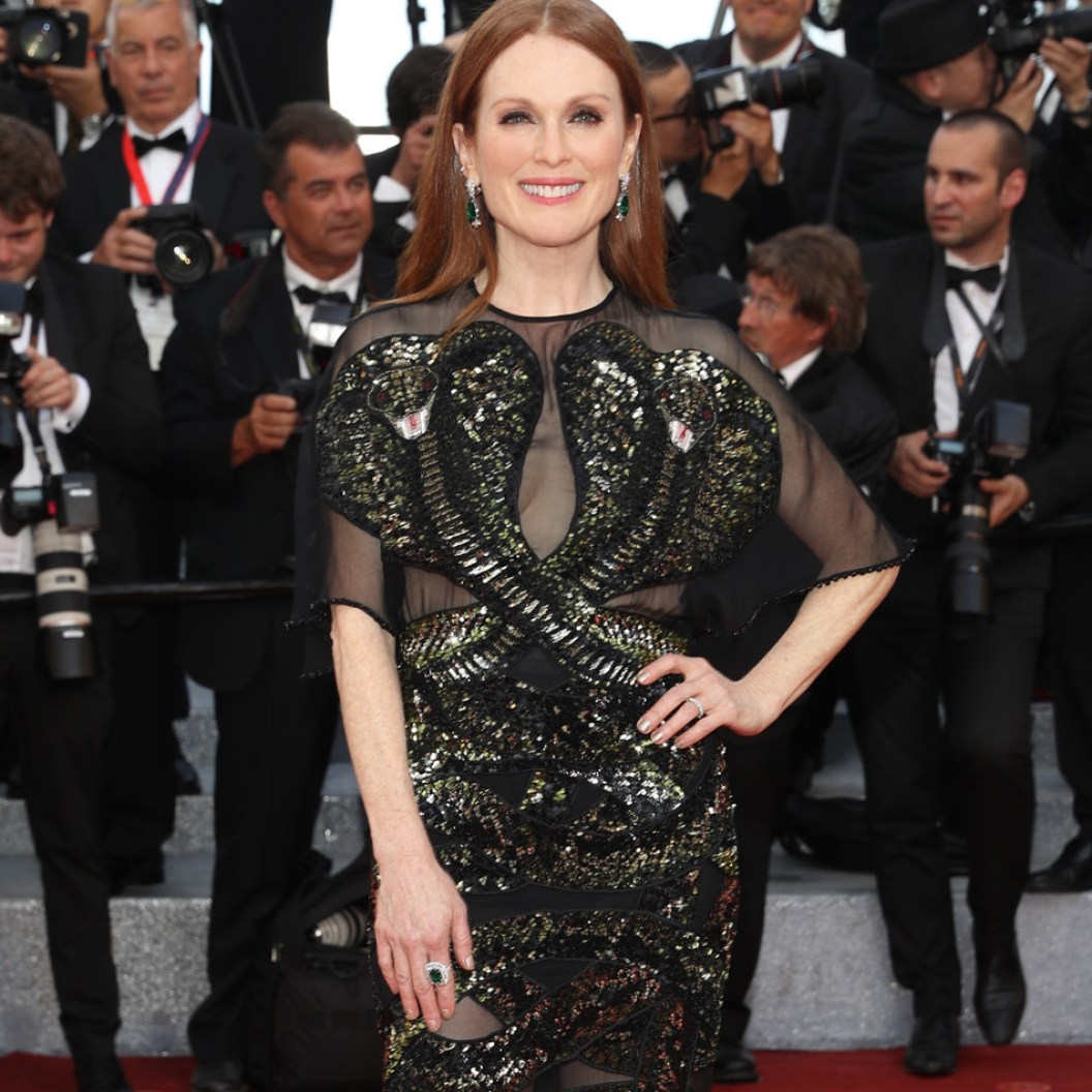 Baja-Julianne_Moore_in_Chopard_-_May_11_2016_