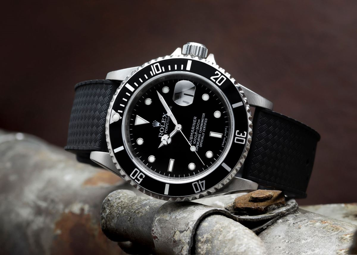 Rolex Rubber Everything You Need To Know About Rubber Watch Straps Watchgecko
