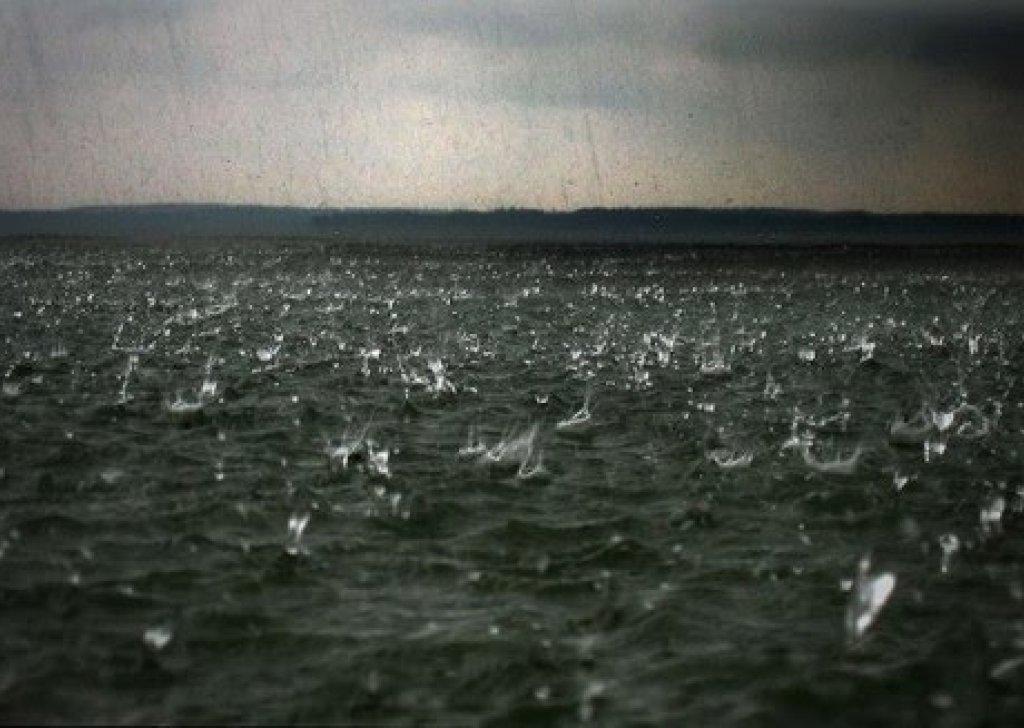 Hd Wallpaper Sea Beach Calming Ocean Rain Audio Atmosphere