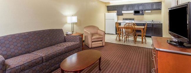 Baymont inn and Suites in Pigeon Forge King Suite with Kitchen wide