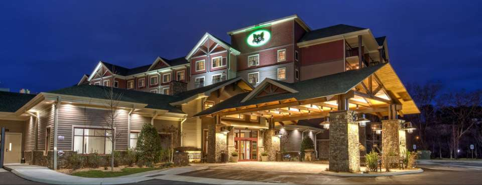 View of the front entrance to the Black Fox Lodge in Pigeon Forge Tn 960