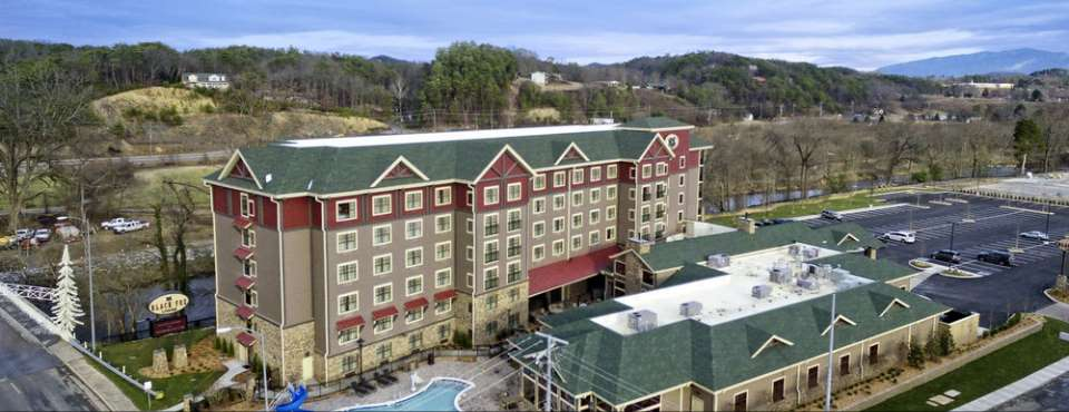 Full property overview of the Black Fox Lodge in Pigeon Forge with Outdoor Pool and Water Slide 960
