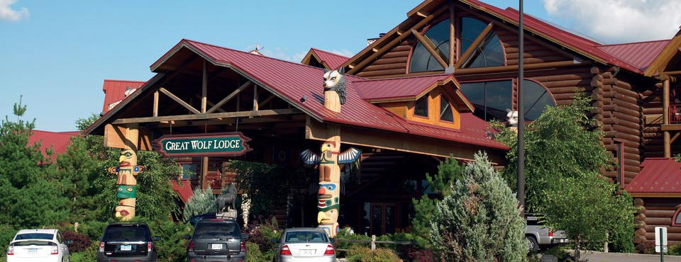 View of the Outside entrance to the Great Wolf Lodge 960