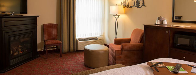 Hampton inn and Suites on the Parkway in Pigeon Forge Suite with Fireplace wide
