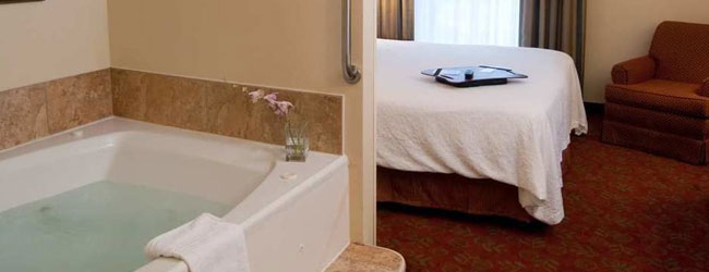 Hampton inn and Suites on the Parkway in Pigeon Forge Suite with Jacuzzi wide