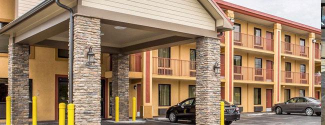 Quality Inn Parkway front door wide