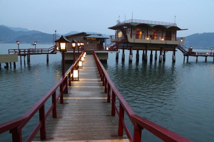 鸟取县羽合温泉 望湖楼 位於鸟取县中央,坐落於东乡湖的西湖畔旁矗立