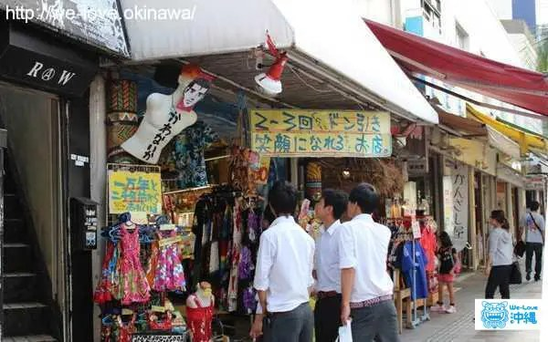 沖縄お土産屋 台風