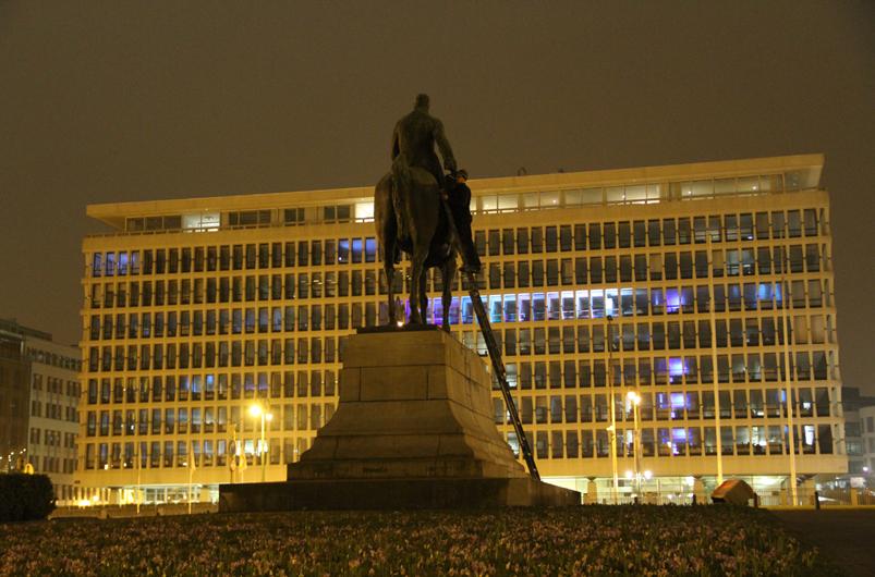 Maarten-Vanden-Eynde-The-Invisible-Hand-Brussels