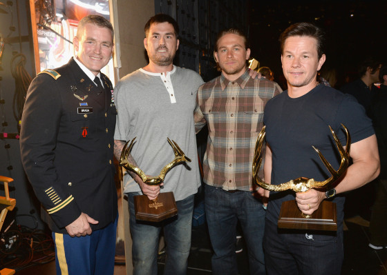 Christian Grey Libro Lone Survivor's Mark Wahlberg Receives Spike Tv's 2014