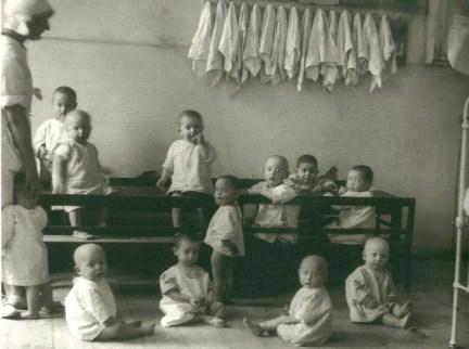 auschwitz-camp-nursery-1942