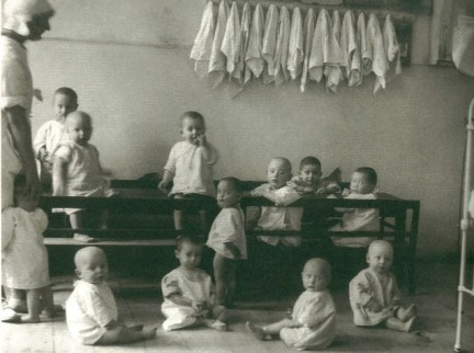auschwitz-camp-nursery-1942
