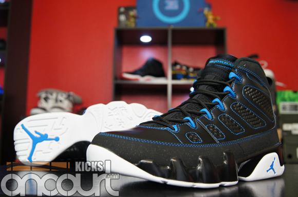 Air-Jordan-IX-(9)-Retro-Black-White-Photo-Blue-Detailed-Images-12