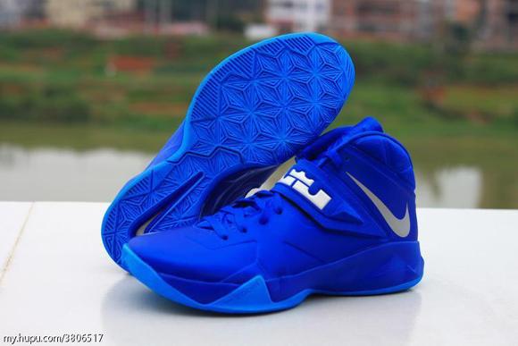 Nike-Zoom-Soldier-7-(VII)-Game-Royal-Blue-Glow