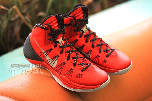 Nike-Hyperdunk-2013-Detailed-Images-1