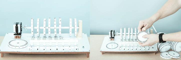 Axel Bluhmeのドラム・マシンは磁石と回転しているディスクを使って音を引き起こします