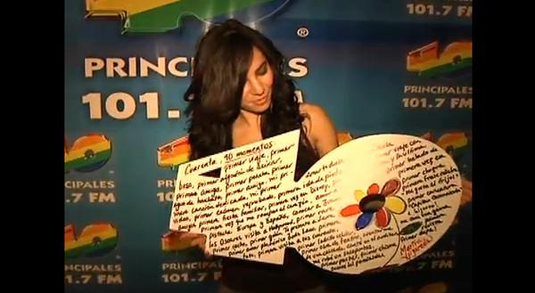 los 40 subasta Famosos subastan troqueles autografiados a favor de arte de niños con síndrome de down