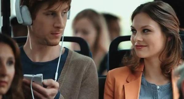 Comerciales Nokia Lumia 900 610 Nokia publica dos nuevos y divertidos comerciales de los Nokia Lumia 900 y 610 mostrando sus funciones