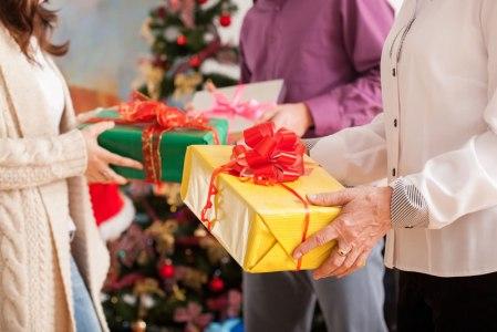 Organizar intercambios de regalos esta temporada será más sencillo con Elfster