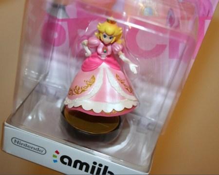 Figura amiibo defectuosa de Peach se vende en 25,100 dólares en eBay