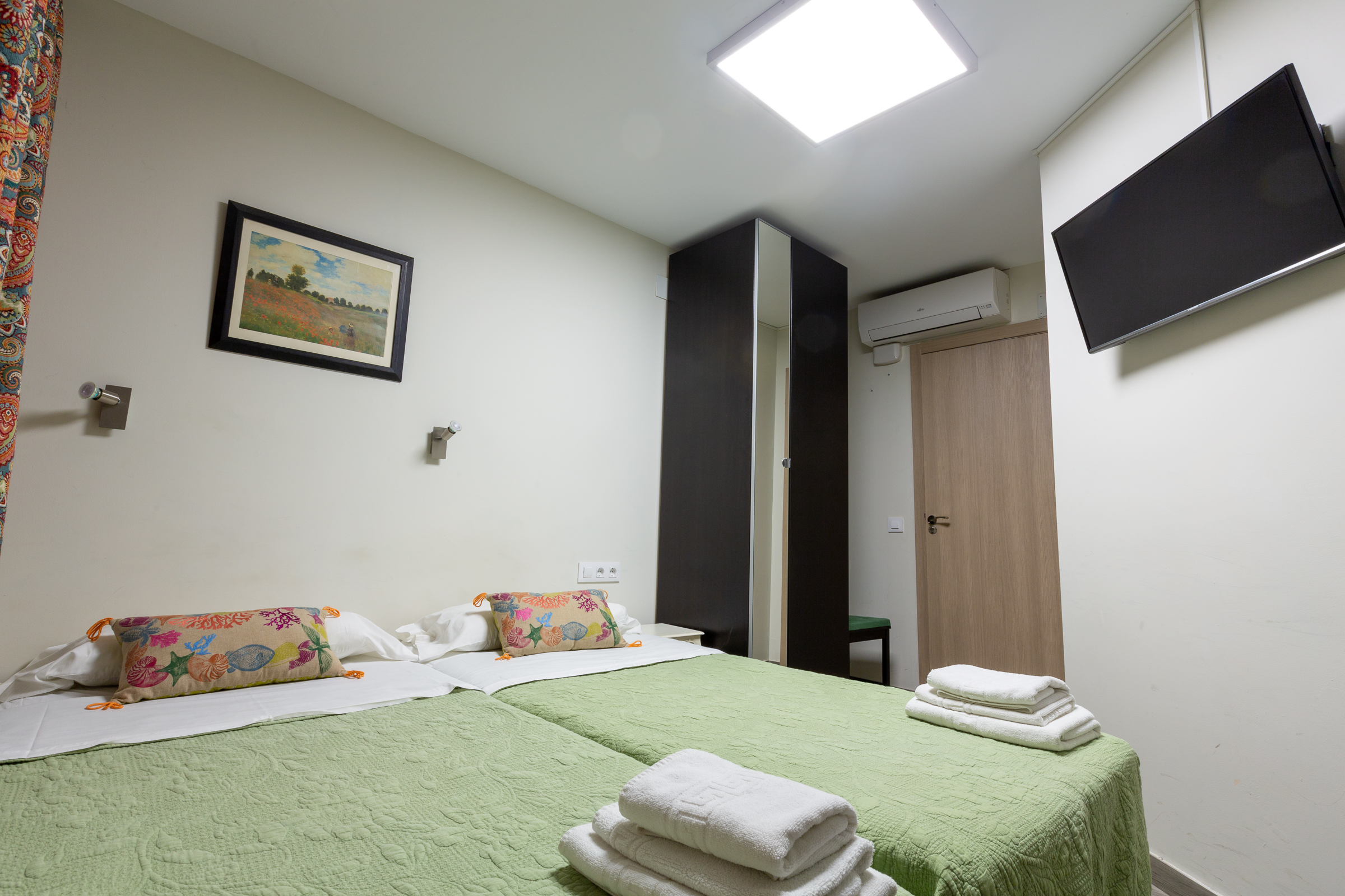 Double Room With Private Bathroom Hostal Liwi