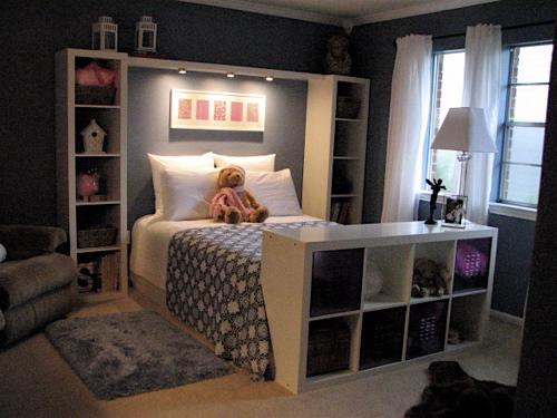 Great idea for kids' rooms instead of headboard. Bookshelves 'framing&#3