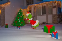 Grinch christmas door decorating ideas Grinch Christmas ...
