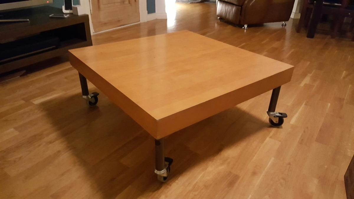 Couchtisch Mit Rollen 80x80x35 In 10719 Berlin For 35 00 For Sale Shpock